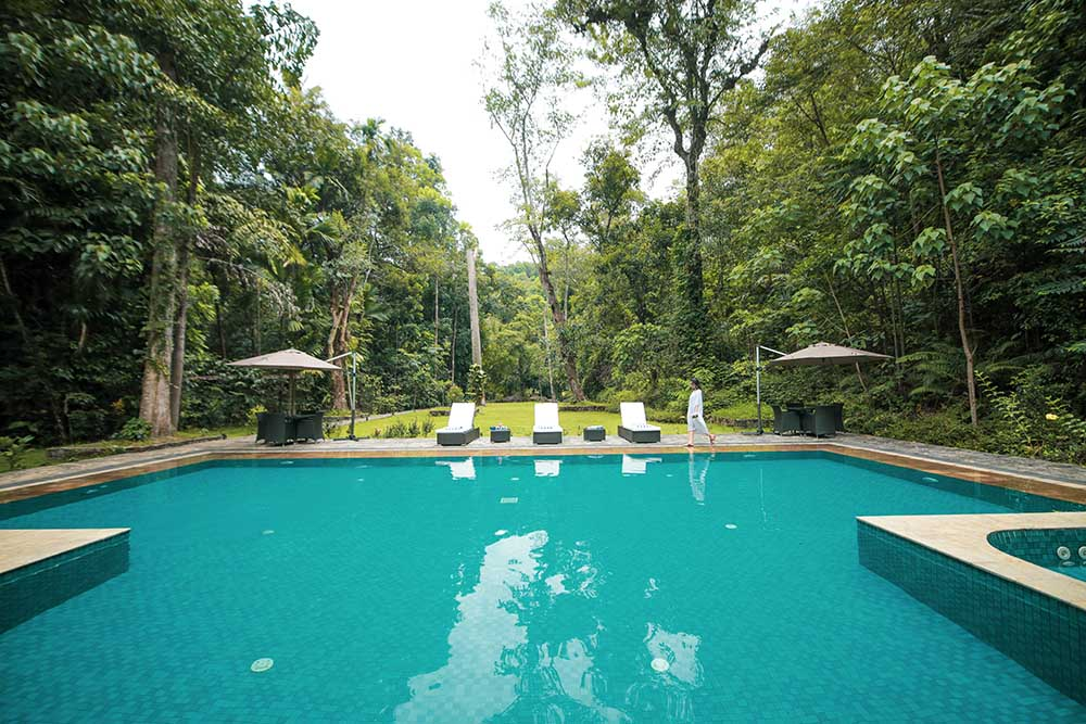 Hotels with pools in Kithulgala